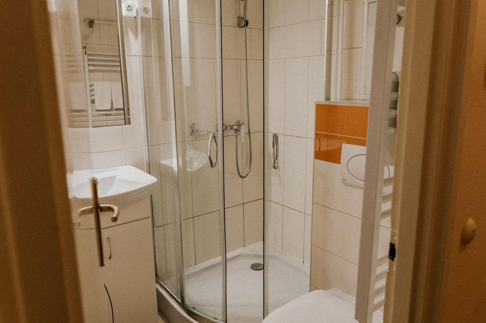 Kamar Double Klasik - Kamar mandi