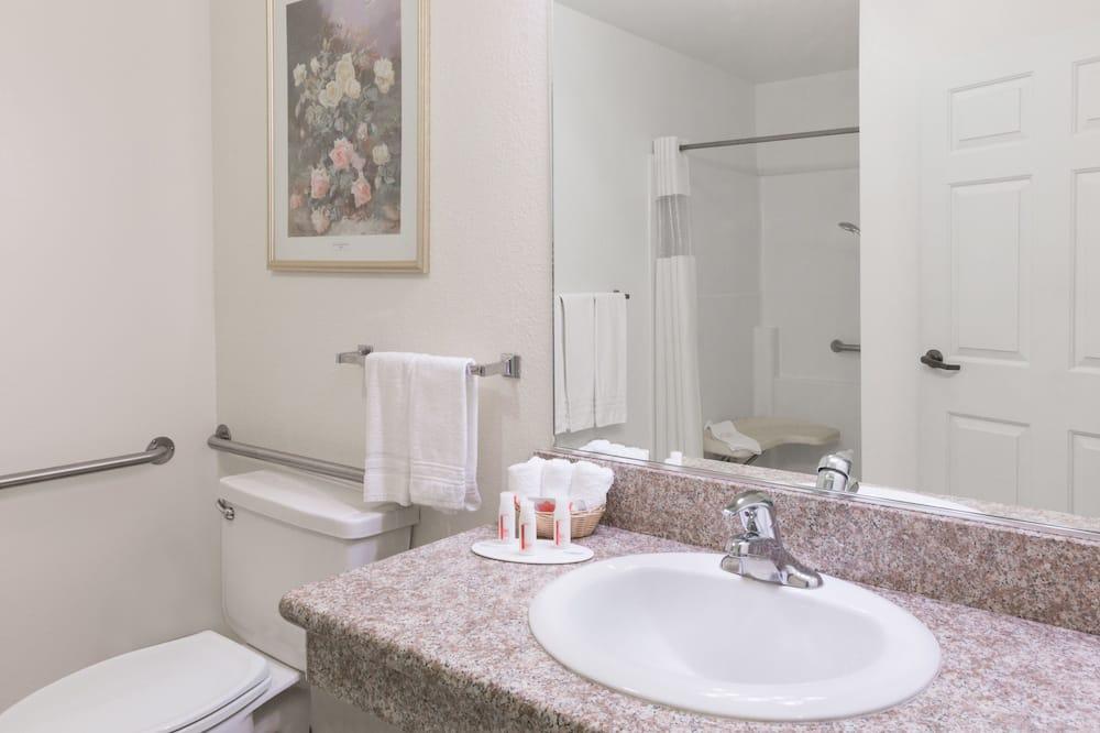 Room, 2 Double Beds, Accessible, Refrigerator - Bathroom