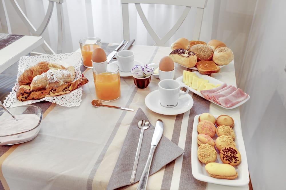 Single Room, Shared Bathroom - In-Room Dining