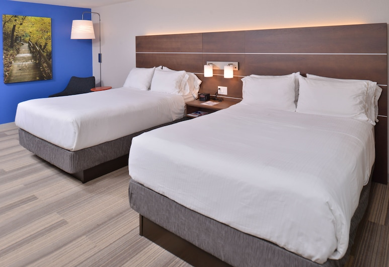Holiday Inn Express and Suites Stevens Point, Stevens Point, Room, 2 Queen Beds, Non Smoking, Guest Room