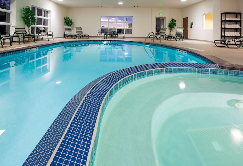 Holiday Inn Express and Suites Stevens Point, Stevens Point, Pool