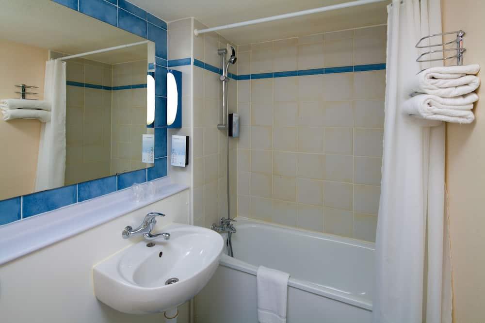 Twin Room - Bathroom Amenities