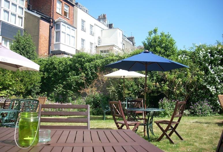 Rodney Hotel, Bristol, Garden