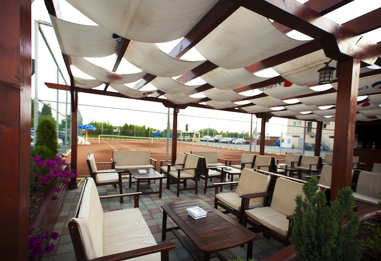 RIN Airport, Otopeni, Outdoor Dining