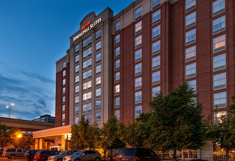 Springhill Suites by Marriott Pittsburgh North Shore, Pittsburgh, Hotel Front – Evening/Night
