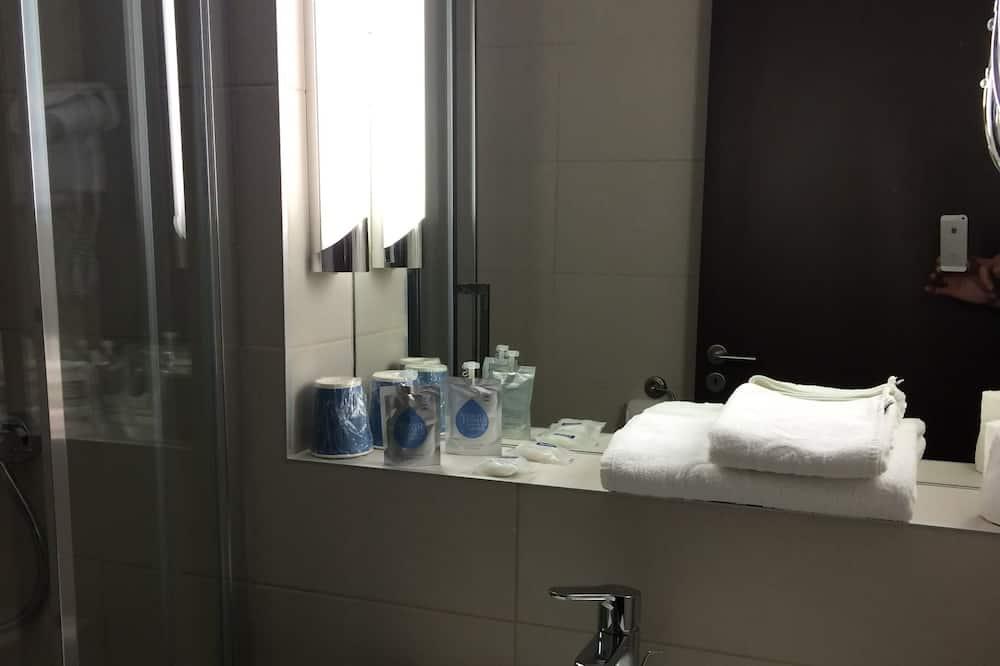 Kahden hengen huone - Kylpyhuoneen pesuallas