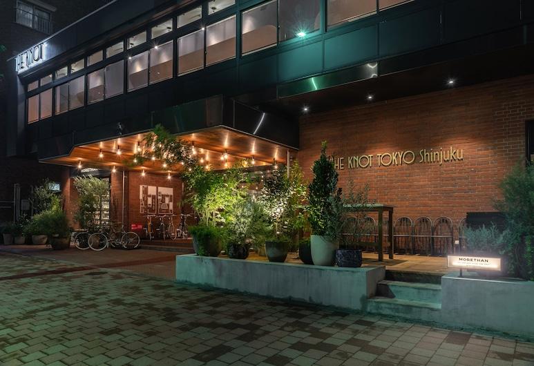 THE KNOT TOKYO Shinjuku, Tokyo, Otelin Önü - Akşam/Gece