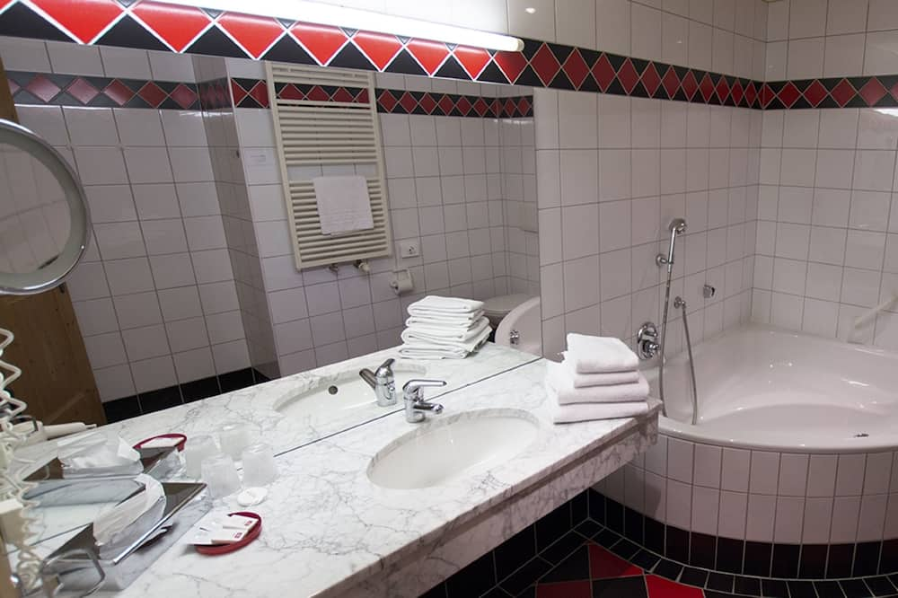 Double Room, Balcony, Mountain View - Bathroom