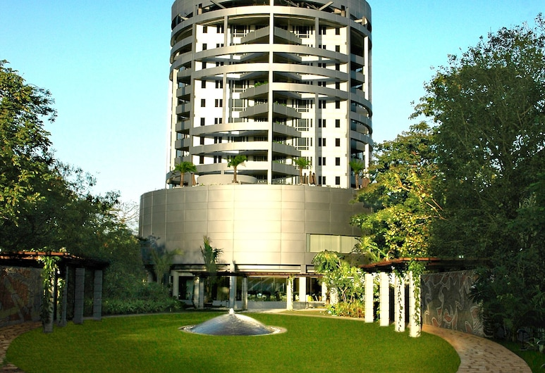 Taj Wellington Mews Luxury Residences, Mumbai, Garden