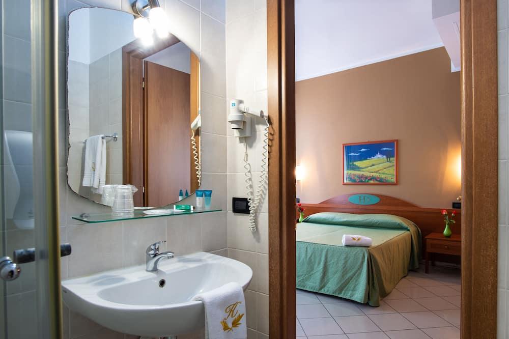 舒適四人房 - 浴室
