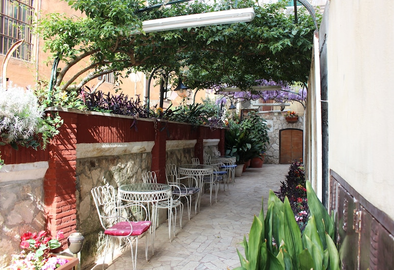帕維亞酒店, 羅馬, 酒店入口