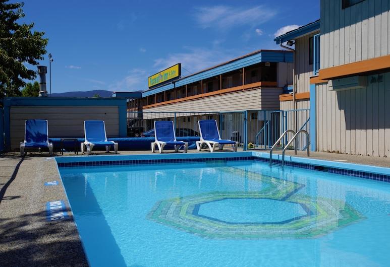 Recreation Inn & Suites, Kelowna, Outdoor Pool