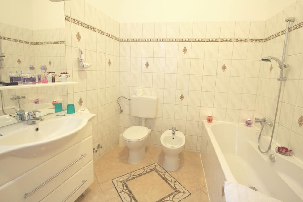Vierbettzimmer, 2Doppelbetten - Badezimmer