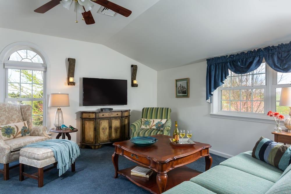Suite, 1 kingsize bed met slaapbank, en-suite badkamer, uitzicht op heuvels (Antares Suites) - Woonkamer