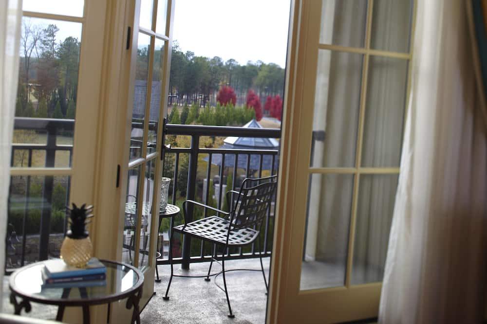 Pokoj, dvojlůžko (200 cm), balkon, výhled na letovisko - Výhled z balkonu