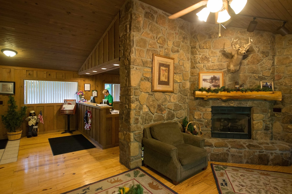 Genial The Cabins At Green Mountain, Branson, Lobby