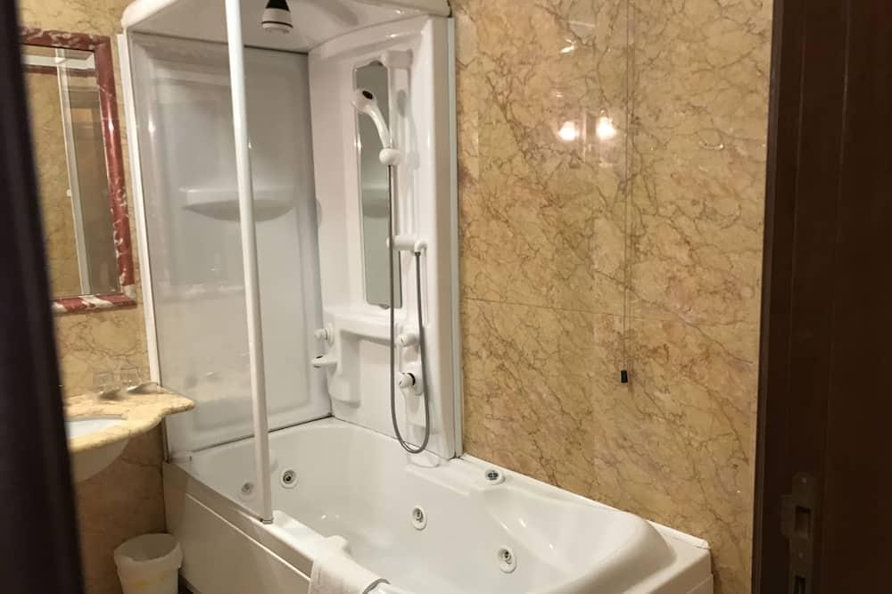 Basic szoba kétszemélyes ággyal, 1 kétszemélyes ágy - Fürdőszoba