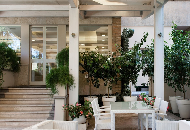 Hotel Villa Maria Regina, Rome, Terrace/Patio