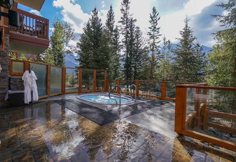 Falcon Crest Lodge by CLIQUE, Canmore, Guest Room