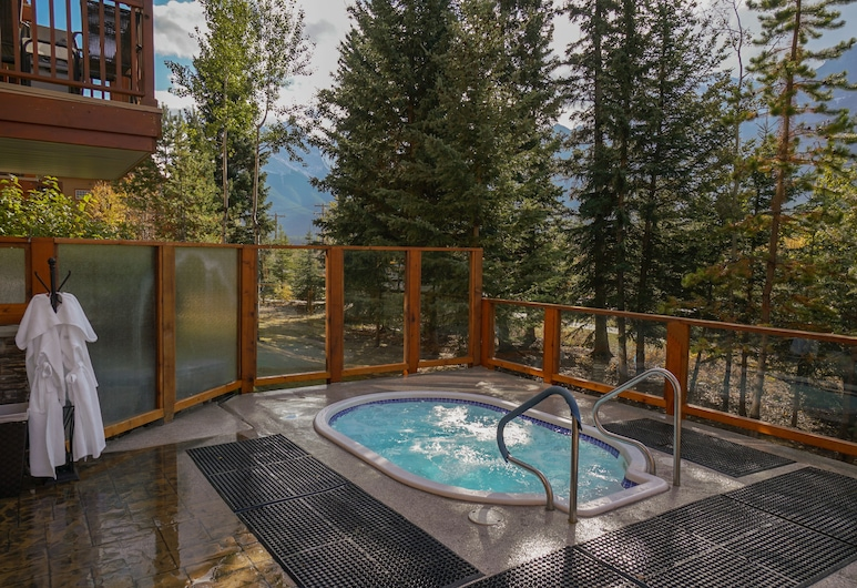 Falcon Crest Lodge by CLIQUE, Canmore, Outdoor Spa Tub