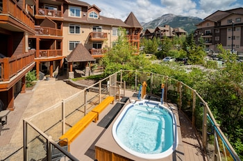 Bild vom Falcon Crest Lodge by CLIQUE in Canmore