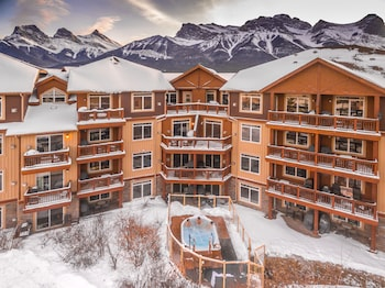 A(z) Falcon Crest Lodge by CLIQUE hotel fényképe itt: Canmore