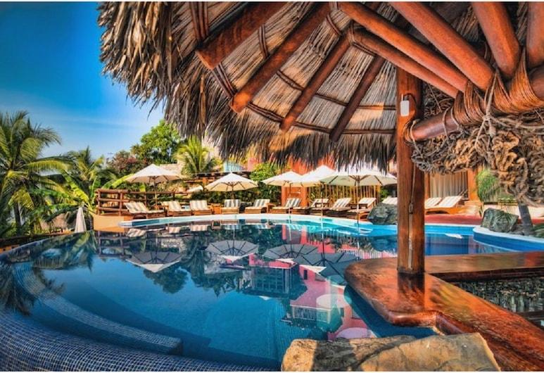 Embarc Zihuatanejo, Zihuatanejo, Poolside Bar