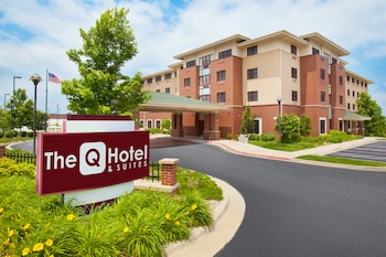 Picture of The Q Hotel & Suites in Springfield
