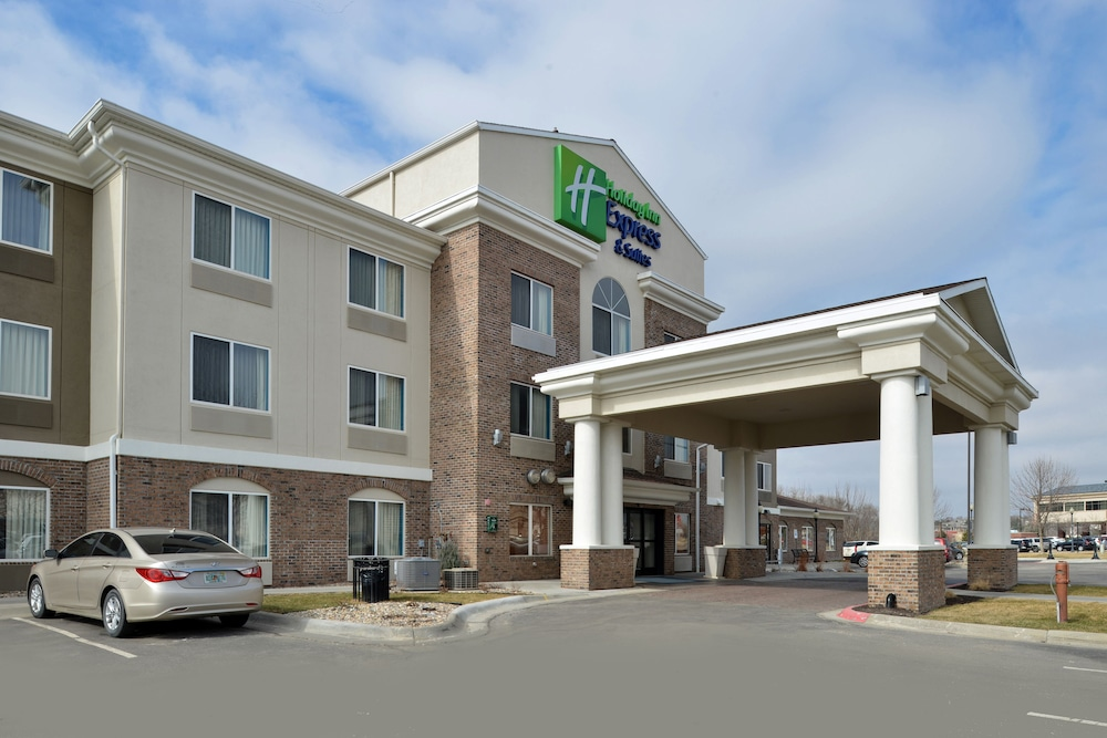 Holiday Inn Express & Suites Omaha West, Omaha