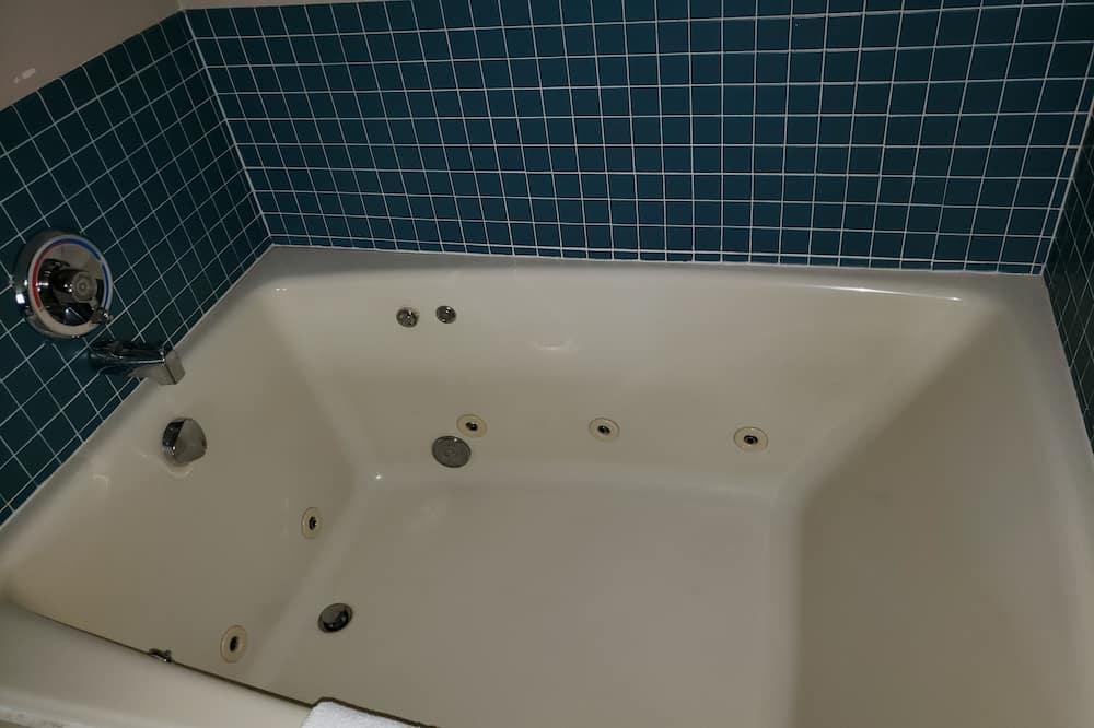 Σουίτα, 1 King Κρεβάτι, Τζακούζι - Ιδιωτική μπανιέρα υδρομασάζ
