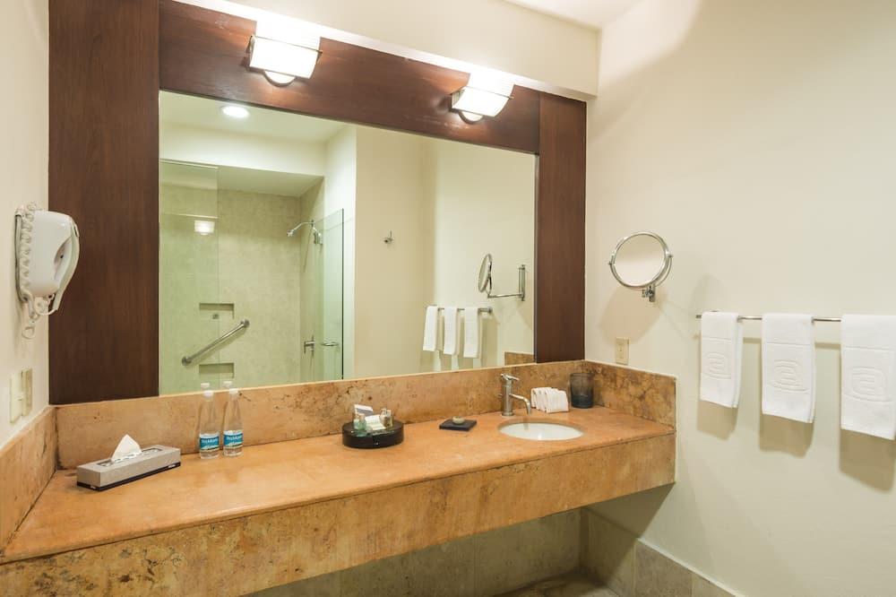 Deluxe Dos Camas - Bathroom