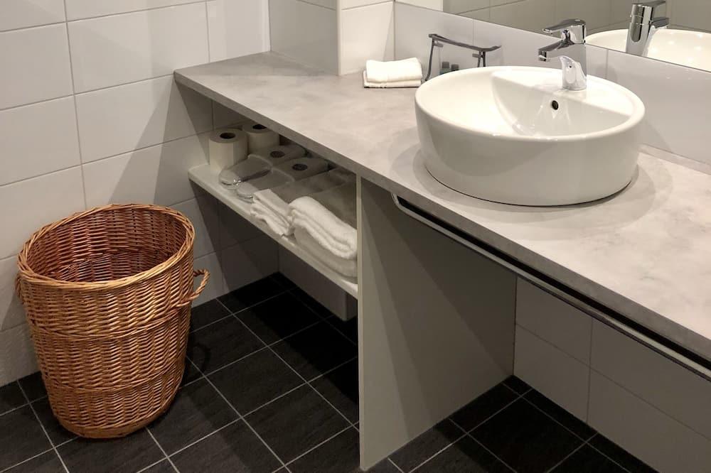 Superior Twin Room (Basement) - Bathroom