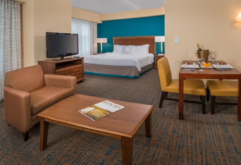 Residence Inn by Marriott Chesapeake Greenbrier, Chesapeake, Studio, 1 King Bed with Sofa bed, In-Room Kitchenette