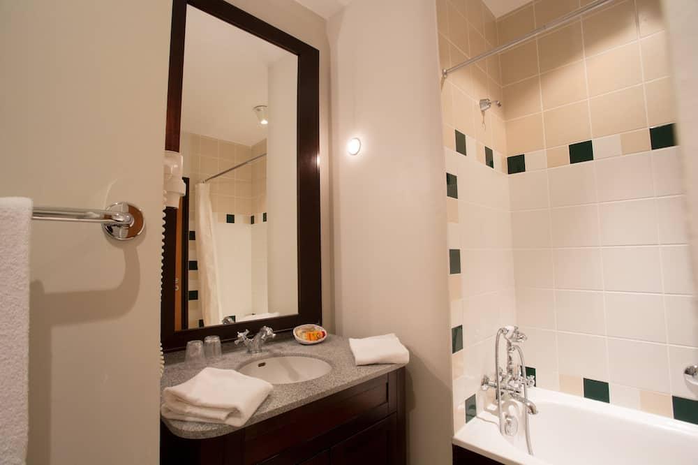 Family Room (5 people / 5 personnes) - Bathroom
