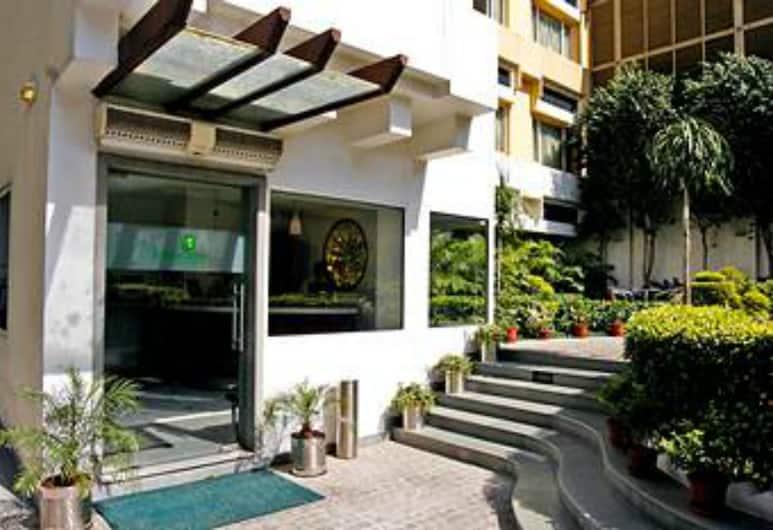 Lemon Tree Hotel, Udyog Vihar, Gurugram, Gurugram, Porch