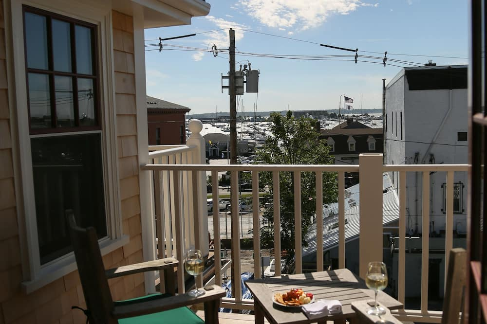 Captain's Quarters, 2 bedroom Luxury Suite - Balcony