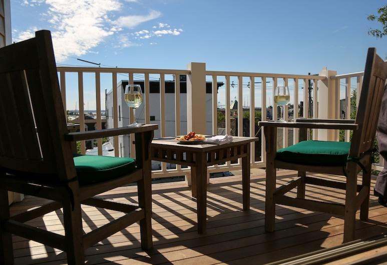 Almondy Inn, Newport, Luxury Suite, 2 Bedrooms, Kitchen, Marina View, Balcony