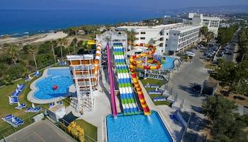Φωτογραφία του Leonardo Laura Beach & Splash Resort - All Inclusive, Πάφος