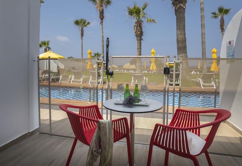Leonardo Laura Beach & Splash Resort, פאפוס, חדר טווין (Swim Up), חדר אורחים