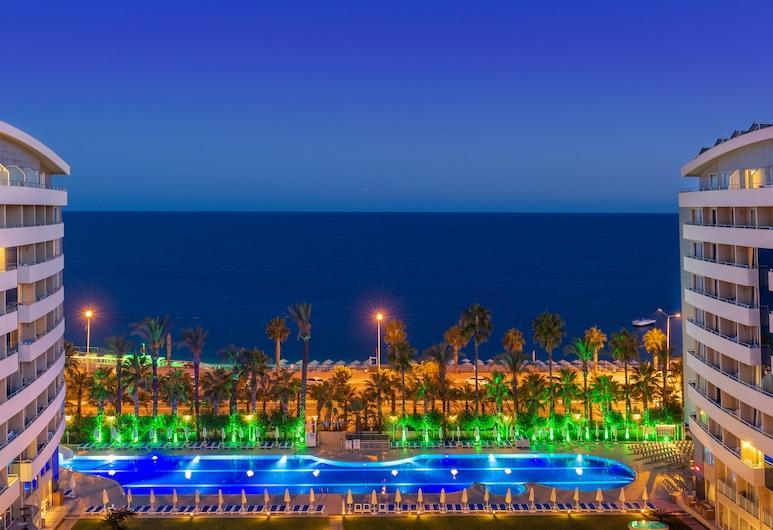 Porto Bello Hotel Resort & Spa, Konyaalti, Fachada del hotel de noche
