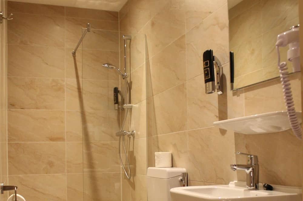 Gazdaságos szoba két külön ággyal, 2 egyszemélyes ágy - Fürdőszoba