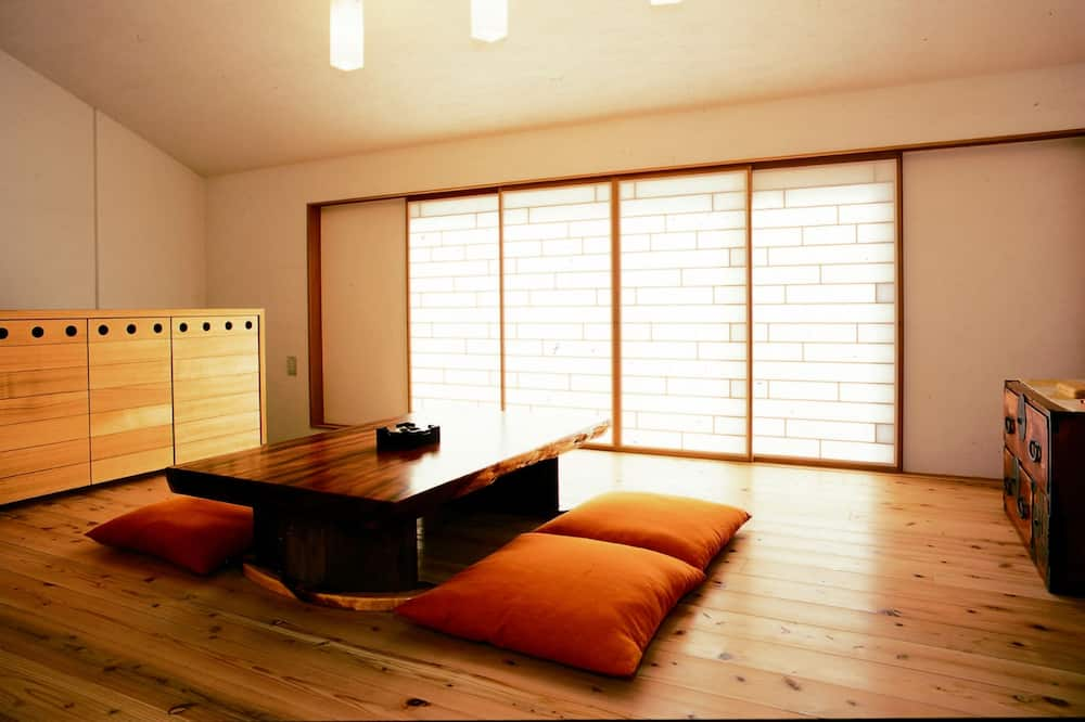 Traditional Room, 2 Bedrooms, Non Smoking - In-Room Dining