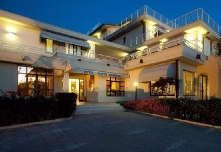 Hotel Porto Azzurro, Sirmione, Entrada del hotel (tarde o noche)