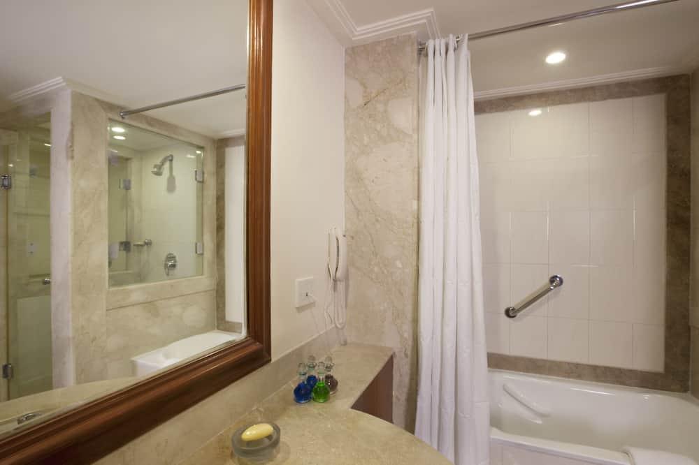 Camera Business con letto matrimoniale o 2 letti singoli, 1 camera da letto, vasca da bagno - Bagno