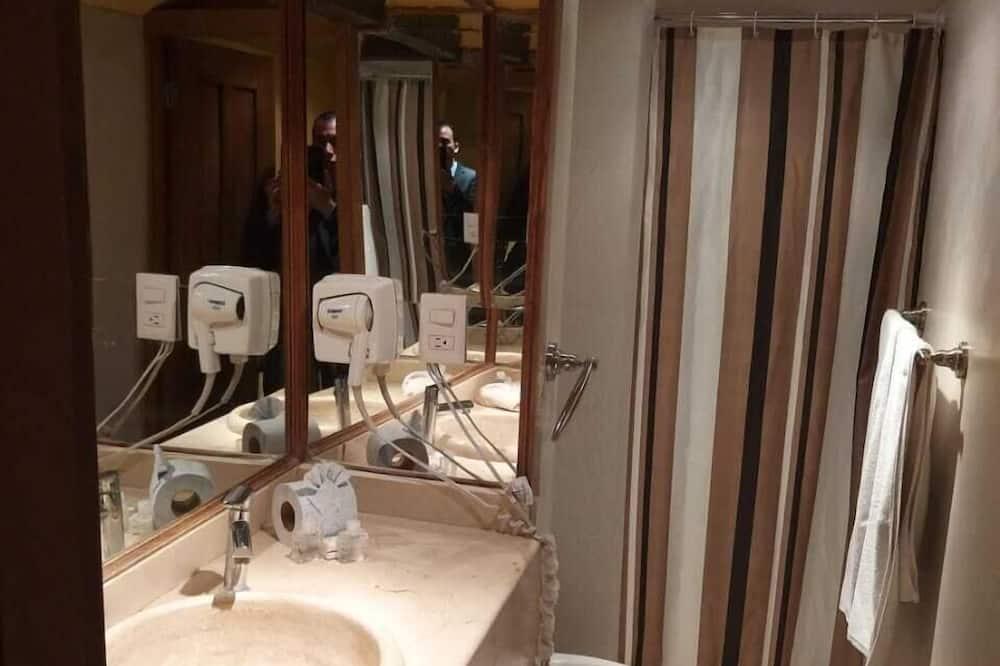Standard Quadruple Room, 2 Katil Kelamin (Double) - Bilik mandi