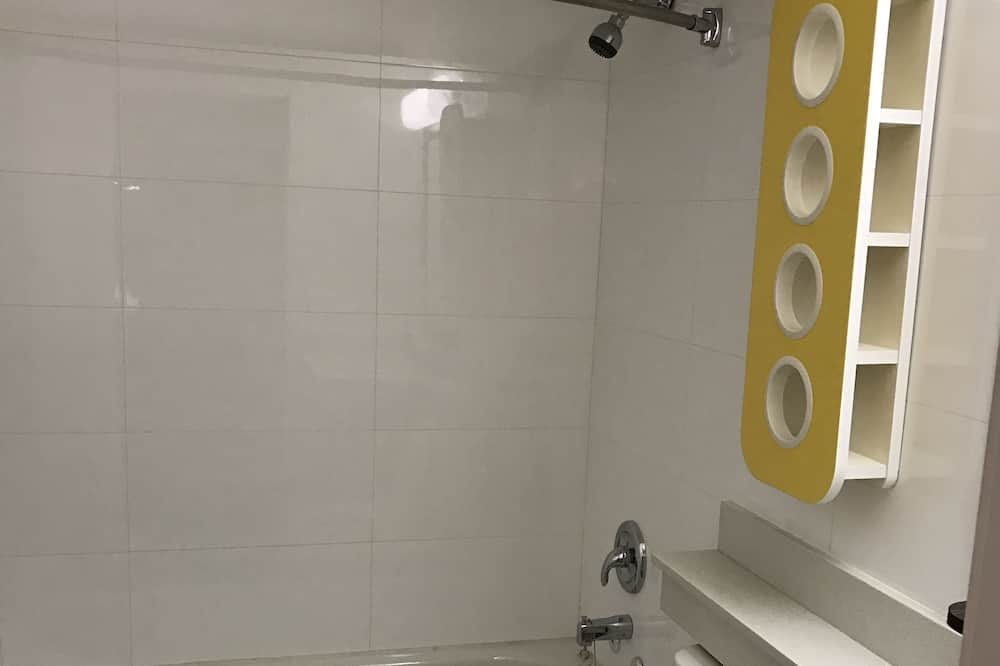 Pokoj typu Deluxe, 2 dvojlůžka (180 cm), nekuřácký, lednička a mikrovlnná trouba - Koupelna