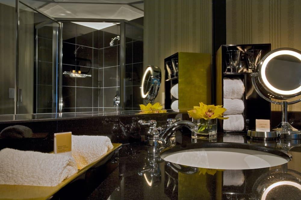 客房, 2 張加大雙人床, 景觀 (Runway View) - 浴室
