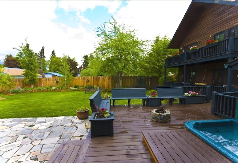 Good Medicine Lodge Bed & Breakfast, Whitefish, Property Grounds