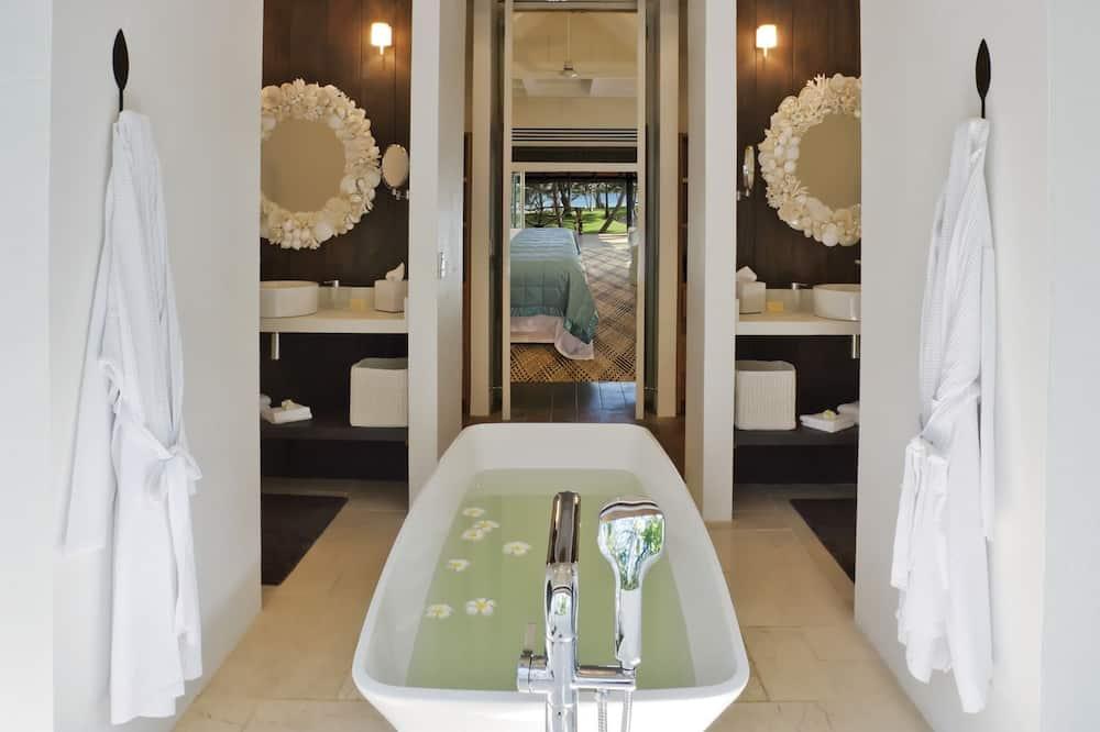 Luxury Bungalow, Ocean View (Bure suite) - Bathroom