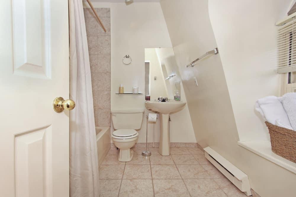 Номер «Комфорт», 1 двуспальная кровать «Квин-сайз» - Ванная комната